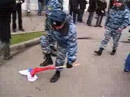 Девушка, надругавшаяся над украинским флагом, задержана в Харькове: ей грозит до трех лет тюрьмы - Цензор.НЕТ 5150