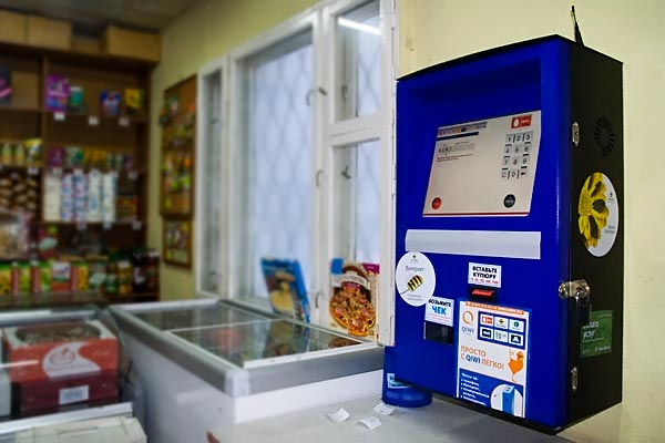 Платежный терминал занимает мало места и может быть даже закреплен на стене