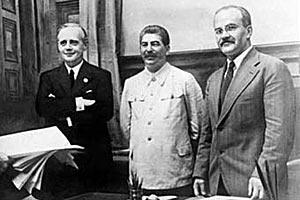 Сталин, Риббентроп, Молотов. 1939 год.