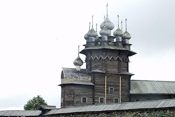 Православный деревянный храм XV века. Кижи. 2006 год.
