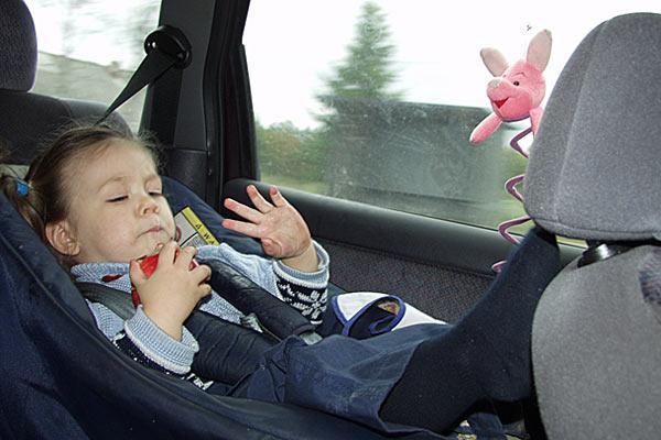 Обязательно закрепляйте ребенка в салоне авто по всем правилам безопасности. Маргарита. 2004 год.