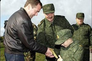 Кто подарил позолоченный пистолет сынишке Лукашенко?
