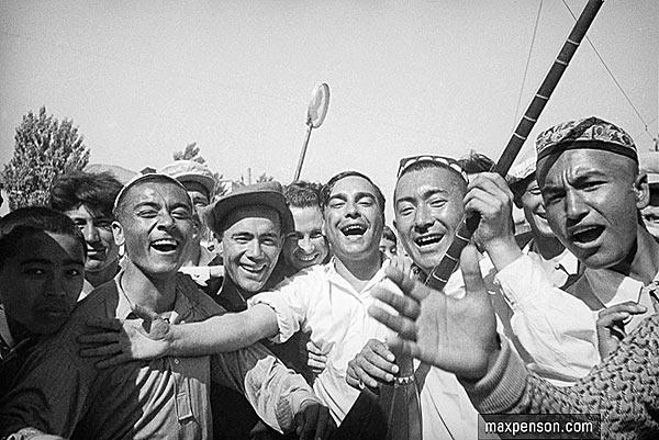 На демонстрации в ташкенте в 1936 году. Макс Пенсон