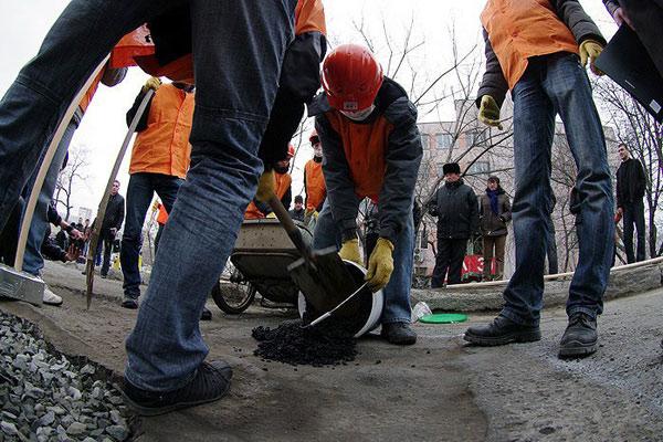 Дорожный субботник — народная инициатива Владивостокцев