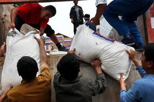 Киргизский курнултай делит гуманиатрную помощь