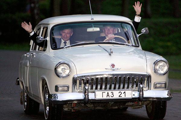 Путин на Волге с Бушем