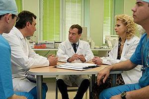 Медведев пошел по врачам