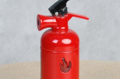 Зажигалка-огнетушитель с фонариком.