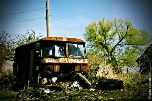 Автобус, который выбыл из железного потока, может быть использован в качестве регулярного жилища или поста; пункта по выдаче противогазов.