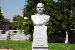 Локтионов Андрей Фёдорович. Бюст работы Семеновского.