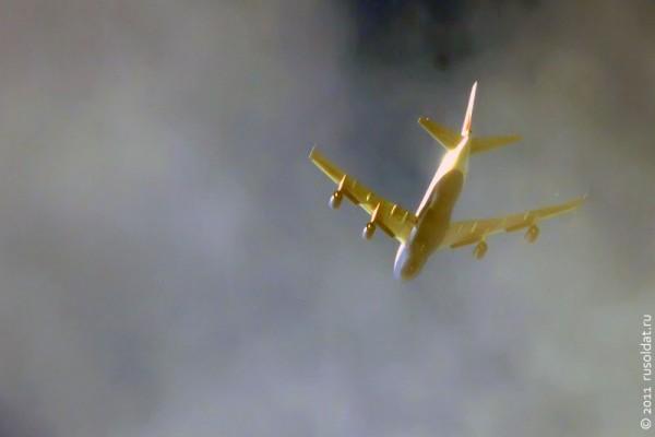 Самолёт Boeing 747-400 во время солнечного затмения над территорией Москвы и МО 04.01.2011 г.