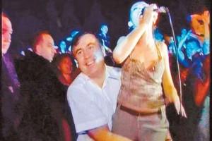Михаил Саакашвили и певица Софико Халваши на открытии детского парка аттракционов в аджарском селе Чолоки.