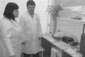 Врач КДЛ Глазуновской ЦРБ В. В. Ермакова.