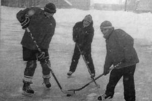 Недавно глазуновские хоккеисты приняли участие в первенстве по хоккею на приз администрации поселка Колпны.