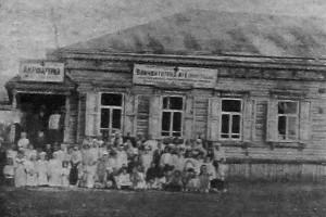 Пункт медицинского просвещения Красного Креста в крупном селе. 1926 год.