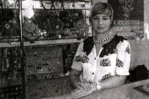Инна Онищенко, открывшая магазин по продаже ювелирной бижутерии компании «Эталон-Женави» (г. Санкт-Петербург).