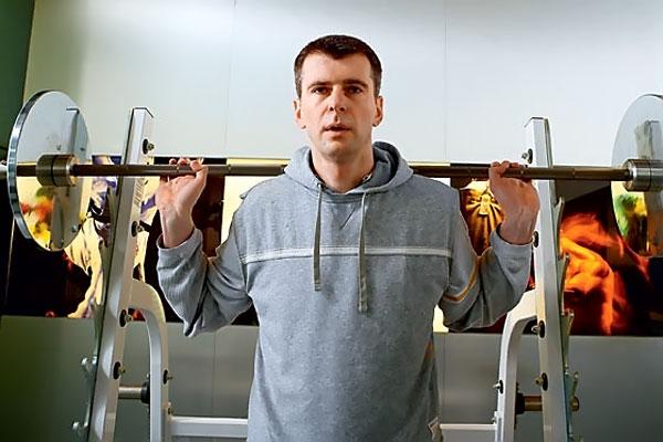 Михаил Прохоров в спортзале. Фото: mdprokhorov.ru.