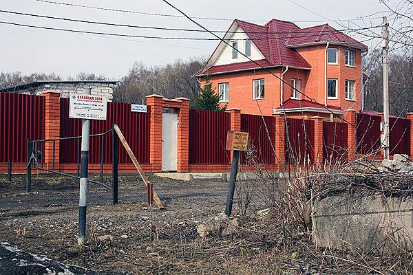 В охранной зоне нефтепровода Ярославль — Москва обнаружены трехэтажные особняки.