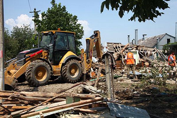 Краснодарская строительная компания «Родина» отправила в Крымск 300 рабочих и 30 единиц техники.
