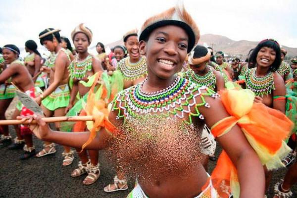 Современные девушки девушки народа зулу.