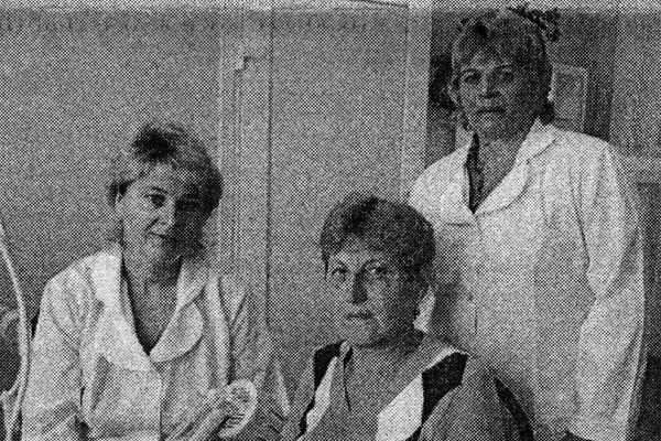 Ежедневно в физиотерапевтическом отделении, где трудятся О. В. Лазарева и Л. Ю. Юрова, бывают до 80-90 человек.