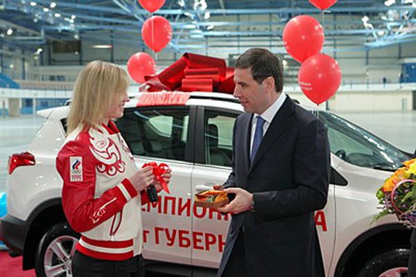 Михаил Юревич поздравил первую за 13 лет российскую конькобежку — чемпионку мира.
